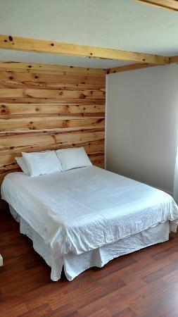 Eagle River Inn: Room 104