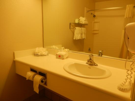 La Quinta Inn San Diego Oceanside: Bathroom room 203
