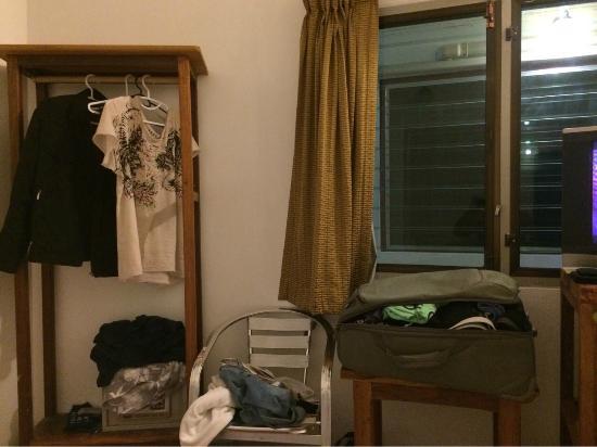 "Relax Guest House: Очень ""серьезная"" мебель...!!!"