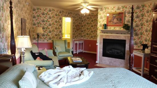 Cascade, ID: Fireside Room