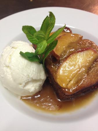 The Bowen Inn Motel: Sticky Apple & date pudding