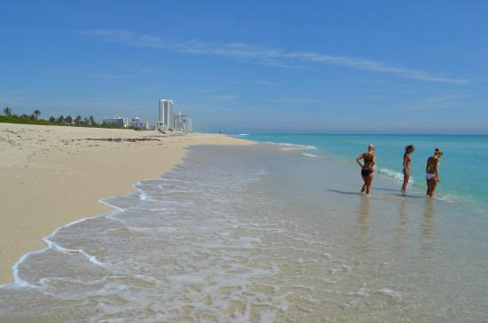 Bal Harbour, Flórida: Haulover beach напротив Grass Hopper - Inshore fishing