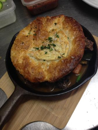 The Bowen Inn Motel: Braised beef cheek & Mushroom pie