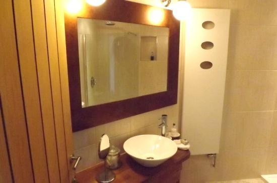 Horncliffe, UK: shower room