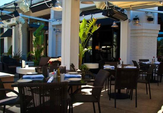 The Grill on the Alley - Westlake Village: This is the lovely patio at the Grill on the Alley, Westlake Village, CA