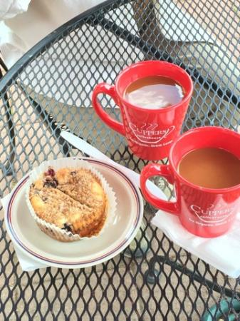 Cuppers Coffee House: Great Blueberry Muffin