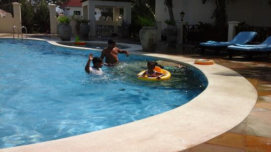 Blue Bay Cove Watamu : children having fun