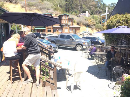 Sandy's Deli & Bakery: Nice patio