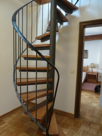 Hotel Van Bebber: The spiral staircase to the upper room