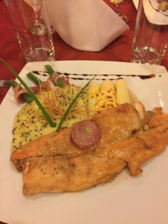 La Retama: Prato delicioso, trucha com mel e vinho branco!!
