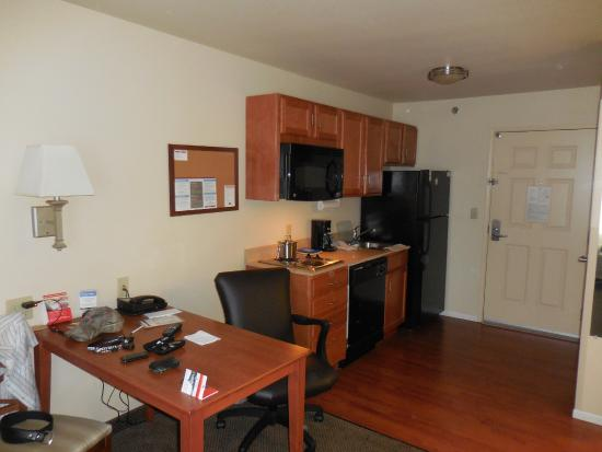 Candlewood Suites Springfield: Kitchen