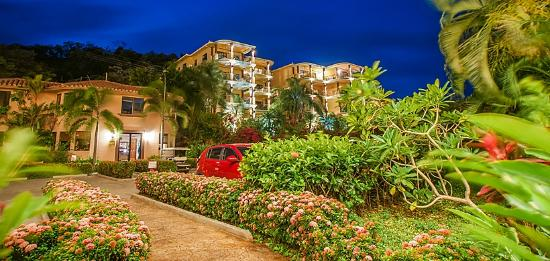 Clarion Suites Roatan at Pineapple Villas: Our property in the evening