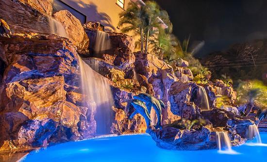 Clarion Suites Roatan at Pineapple Villas: Spa Pool