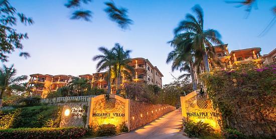 Clarion Suites Roatan at Pineapple Villas: Entrance of Clarion Suites Roatan