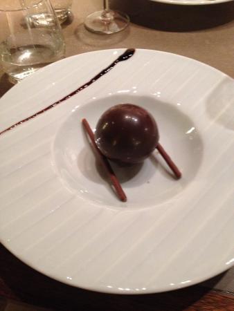 Restaurant Privilege du Perigord : bombe au chocolat- before