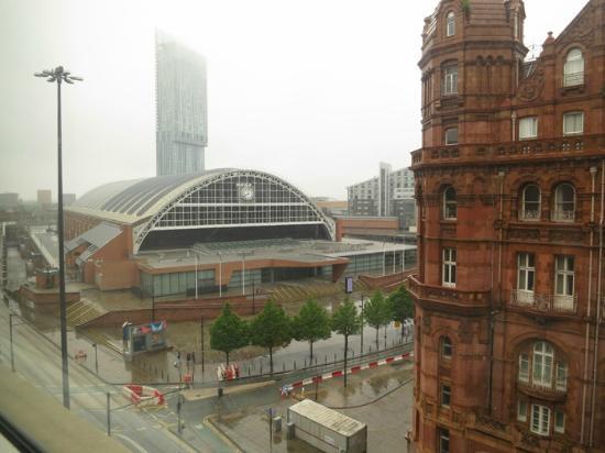 Premier Inn Manchester Central Hotel: Room view