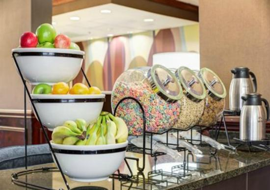 Comfort Inn Blythewood: Cereal & Fresh Fruit