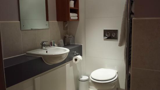 The Management Centre: Bathroom