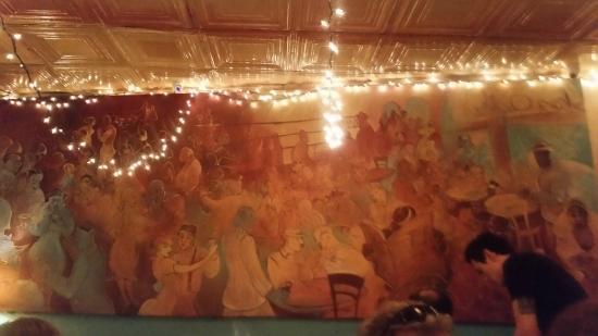 Chez Oskar: The beautiful mural on the wall