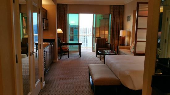 Balcony deluxe suite - Picture of Signature at MGM Grand, Las ...