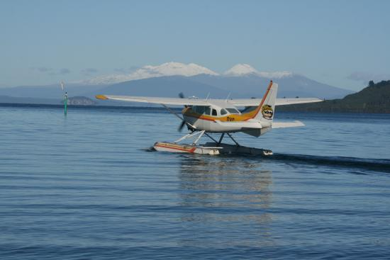 Taupo's Floatplane: Take Off