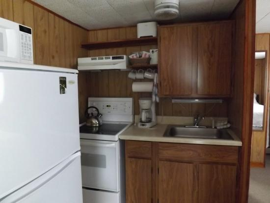 Boyce s Motel: Kitchen. Plenty of cookware, s & p, and coffee supplies.