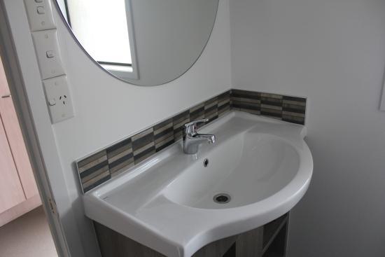 Edgewater Motor Lodge: Superior Studio Unit bathroom