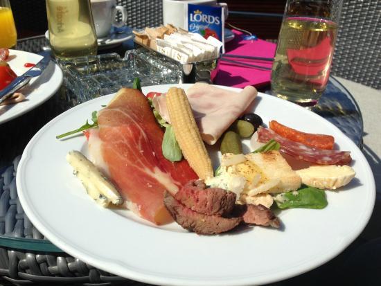 Forza Mare Hotel: 一部屋10ユーロ(一人ではない)の朝食
