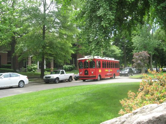 Central Park: Downtown trolley to park and old town