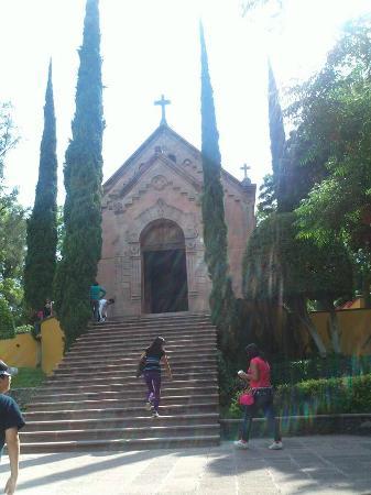 Hill of the Bells: Capilla erigida en el lugar donde fusilaron a Maximiliano de Habsburgo