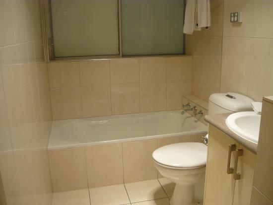 City Park Apartments: Bath