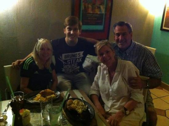 Bruno's Restaurant: Excelente Lugar, excelente comida y excelente atención.....