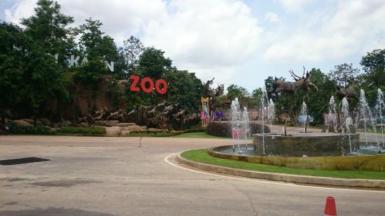 Khao Suan Kwang, تايلاند: zoo entrance area