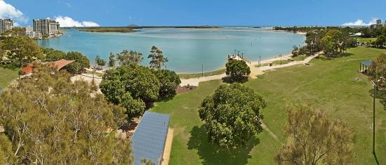 Space Holiday Apartments: Maroochy River Looking out to Ocean