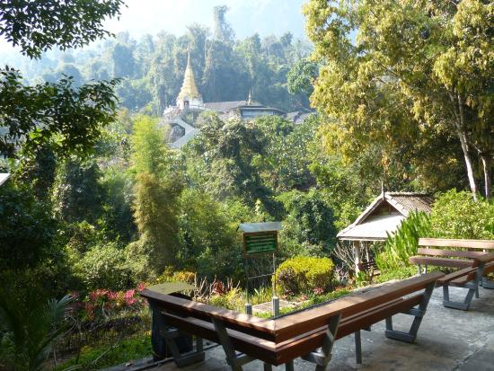 Wat Tham Pha Plong: midway rest for the soul