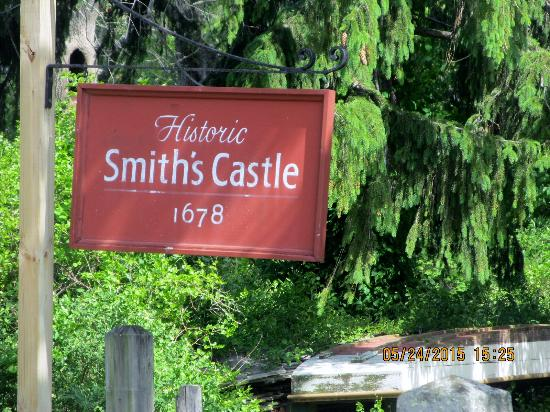 Smith's Castle : Outside sign