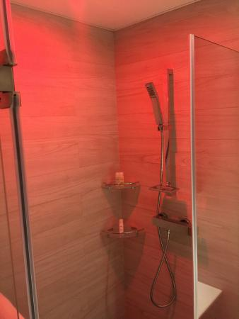 Hotel Sav Hong Kong  Shower with the red lightShower with the red light   Picture of Hotel Sav Hong Kong  Hong  . Red Light In Bathroom Hotel. Home Design Ideas