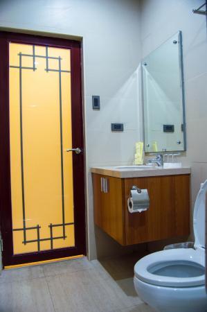 Parkway Hotel Surigao: Bathroom