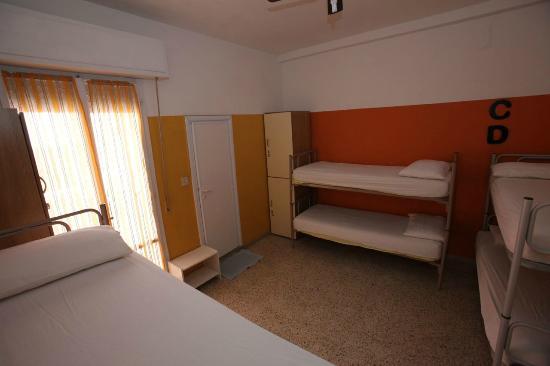 Sunflower City Backpacker Hostel & Bar: Dorm 6/8