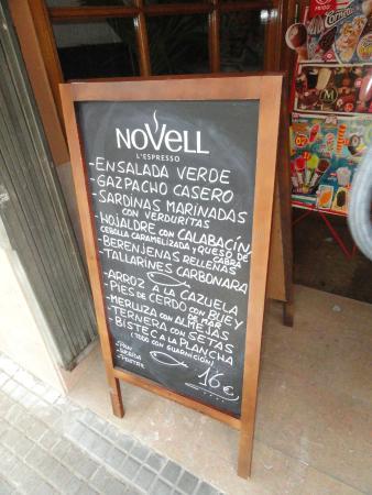 Palafrugell, España: Ejemplo de el menú del domingo, inexplicablemente a fuera la carta está en castellano