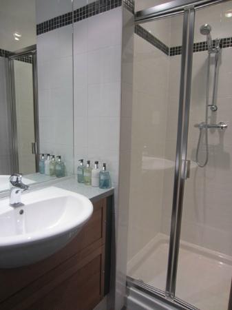 Fraoch House: Room 6 - Bathroom