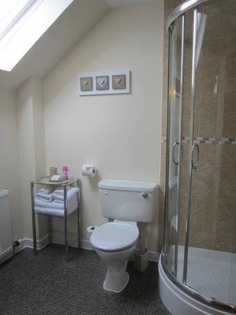 Avalon Guest House: Room 5 - Bathroom