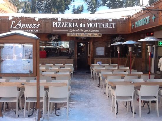terrasse de la pizzeria pizzeria du mottaret tripadvisor. Black Bedroom Furniture Sets. Home Design Ideas