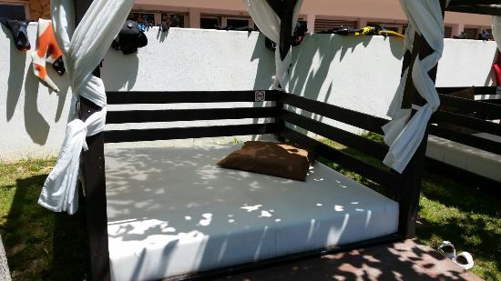Hotel Flamingo: Pour un peu de repos près de la piscine.