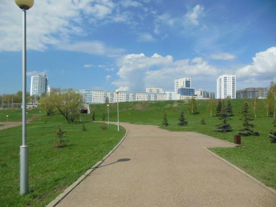 Friendship Monument (Monument Druzhby): Набережная