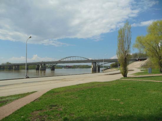 Friendship Monument (Monument Druzhby): Мост