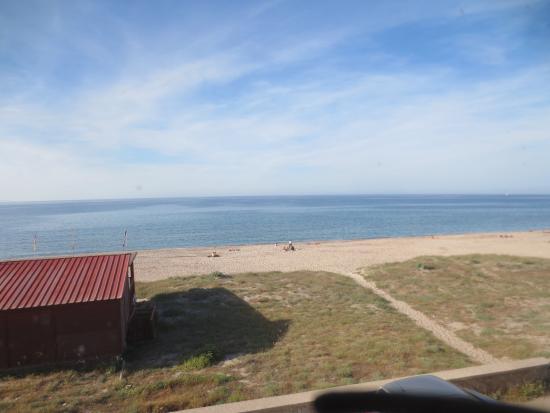 Buddi Hotel: Uitzicht op strand en zee