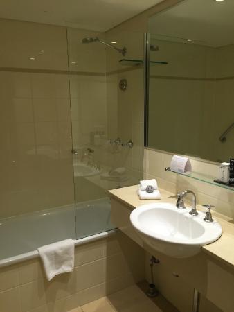 Mantra Chatswood: good size bathroom with bath