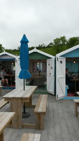 Talland Bay Beach Cafe : Cosy beach huts!