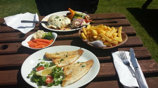 Rennington, UK: Sea Bass, veggies and chips